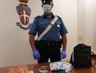 Reggio. Inseguito dai carabinieri, lancia le dosi di eroina nei giardini delle case circostanti: arrestato