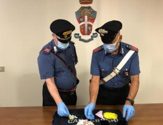 Si sposta in monopattino per spacciare cocaina in centro a Reggio: arrestato