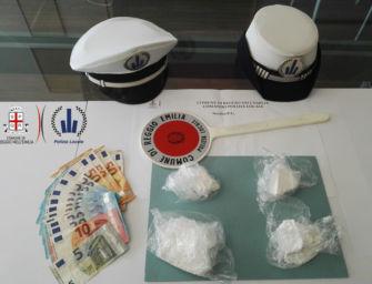 Nasconde 2 etti di cocaina in un casolare abbandonato a Villa Sesso: arrestato