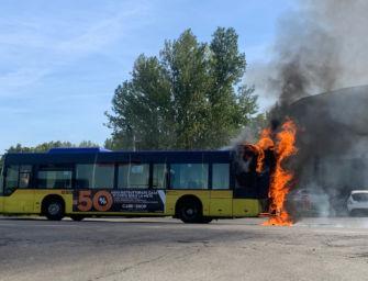 Autobus di Seta a fuoco in via Emilia Ovest a Modena: nessun ferito, in salvo l'autista