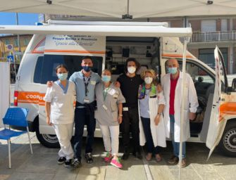 Campagna vaccinale: il camper dell'Asl di Reggio davanti alle scuole