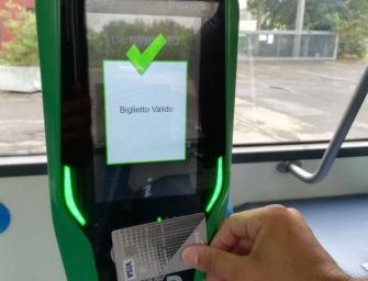 Dal primo ottobre sulle reti urbane di Seta il biglietto del bus si paga anche con carta di credito contactless