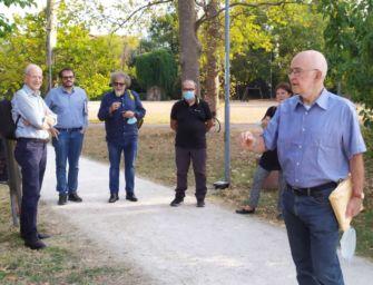 Reggio. La visita del professor Fabio Levi al Giardino dedicato ad Alexander Langer