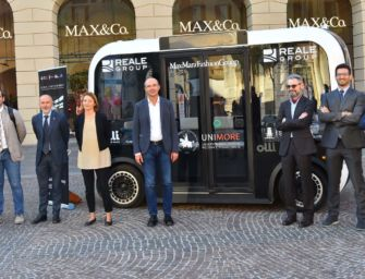 In piazza Prampolini presentata Olli, la navetta che guida da sola verso la Mediopadana (foto galleria)