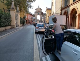 Gaffe Santori: traffico in tilt, e va contromano